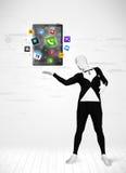 Hombre en PC llena de la tableta del holdig del traje del cuerpo Fotos de archivo libres de regalías