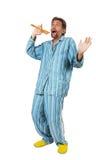 Hombre en pijamas que canta Foto de archivo libre de regalías