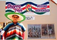 Hombre en poncho en la fiesta de los días de Charro Imágenes de archivo libres de regalías