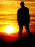 Hombre en puesta del sol Fotos de archivo