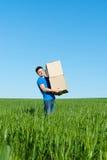 Hombre en rectángulos que llevan de la camiseta azul Imágenes de archivo libres de regalías