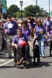 Hombre en sillón de ruedas en carnaval Foto de archivo libre de regalías