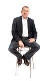 Hombre en silla de la barra Imagenes de archivo