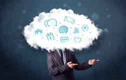 Hombre en traje con la cabeza de la nube y los iconos azules Foto de archivo libre de regalías