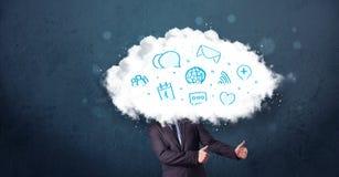 Hombre en traje con la cabeza de la nube y los iconos azules Fotos de archivo libres de regalías