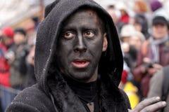 Hombre en traje de mascarada tradicional fotografía de archivo libre de regalías