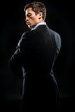 Hombre en traje negro elegante imagenes de archivo