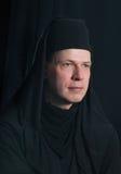 Hombre en un traje del monje Fotos de archivo