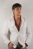 Hombre en una chaqueta blanca fotos de archivo libres de regalías