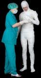 Hombre en vendaje y enfermera Fotos de archivo libres de regalías