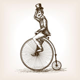 Hombre en viejo vector del bosquejo de la bicicleta del vintage retro Foto de archivo