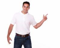 Hombre encantador que señala a su izquierda Imágenes de archivo libres de regalías