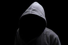 Hombre encapuchado en la sombra Foto de archivo libre de regalías