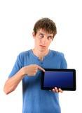 Hombre enfadado con la tableta Foto de archivo libre de regalías
