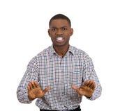 Hombre enfadado que aumenta las manos para decir la derecha de la parada allí Fotos de archivo libres de regalías