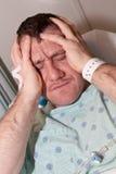 Hombre enfermo en hospital Imagen de archivo libre de regalías