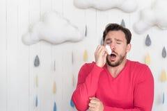 Hombre enfermo infeliz que tiene un frío Imagen de archivo