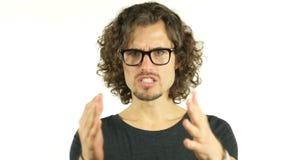 Hombre enojado que discute con comportamiento agresivo almacen de metraje de vídeo