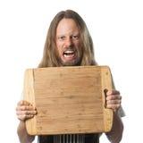 Hombre enojado que lleva a cabo a la tajadera con el copia-espacio imagen de archivo