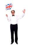 Hombre envejecido con estilo que celebra éxito Imagen de archivo libre de regalías