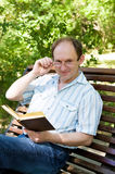 Hombre envejecido feliz foto de archivo libre de regalías