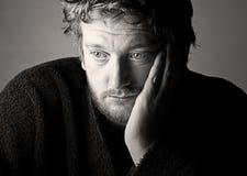 Hombre envejecido medio deprimido Imagenes de archivo