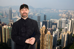 Hombre europeo en traje del chino tradicional en Hong Kong fotos de archivo
