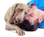 Hombre feliz con el perro Fotos de archivo libres de regalías