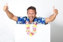 Hombre feliz con la camisa hawaiana Foto de archivo libre de regalías