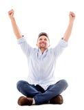 Hombre feliz con los brazos para arriba Imagenes de archivo