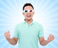 Hombre feliz con los vidrios de la película 3d Fotos de archivo libres de regalías