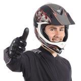 Hombre feliz del motorista del motor que gesticula los pulgares para arriba Foto de archivo