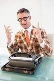 Hombre feliz del vintage con gesticular de los vidrios Imagen de archivo libre de regalías