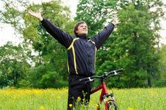 Hombre feliz emocionado con las manos outstretched Imagen de archivo