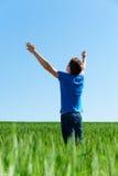 Hombre feliz en camiseta azul Fotografía de archivo