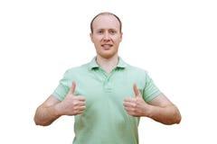 Hombre feliz joven con los pulgares para arriba Fotos de archivo libres de regalías