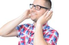 Hombre feliz joven que escucha la música Imagen de archivo