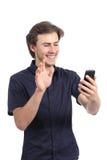 Hombre feliz que agita a una cámara elegante del teléfono Imagenes de archivo