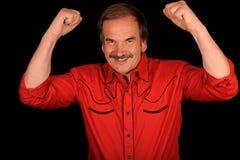 Hombre feliz que levanta los brazos Fotos de archivo