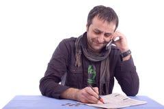 Hombre feliz que recibe una llamada de teléfono Fotos de archivo libres de regalías