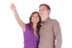 Hombre feliz y mujer atractivos de los pares aislados en el backgrou blanco Fotos de archivo libres de regalías