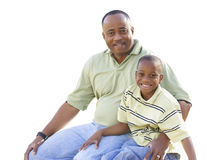 Hombre feliz y niño aislados en blanco fotos de archivo