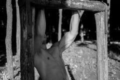 Hombre fotografiado en la sesión del entrenamiento de la calle Imagen de archivo libre de regalías