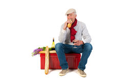 Hombre francés con pan y vino Fotos de archivo libres de regalías