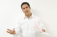 Hombre frustrado con los documentos Foto de archivo libre de regalías