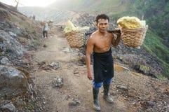 Hombre fuerte de la mina de azufre Fotografía de archivo
