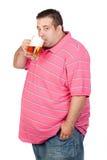Hombre gordo que bebe un tarro de cerveza imagen de archivo libre de regalías