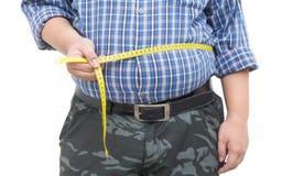 Hombre gordo que sostiene una cinta de la medida aislada Imagenes de archivo