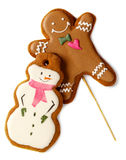 Hombre helado tradicional de las galletas de la Navidad del pan de jengibre con los muñecos de nieve aislados Foto de archivo