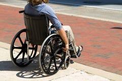 Hombre herido de la silla de ruedas Imágenes de archivo libres de regalías